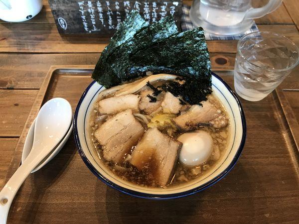 「特製背脂煮干そば」@Omotenashi Noodles よこじの写真