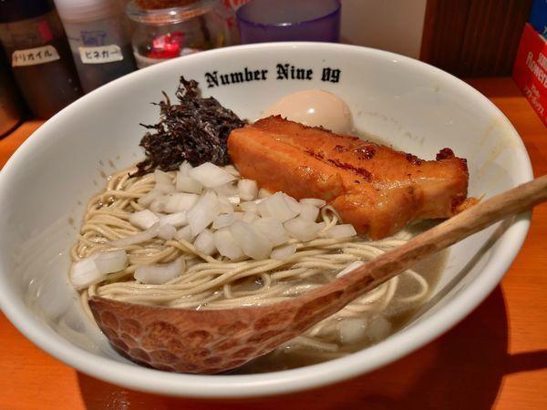 「煮干し中華そば+味玉」@麺Dining Number Nine 09の写真