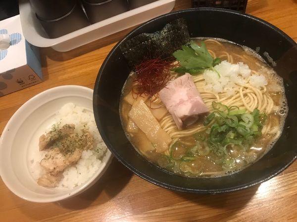 「赤海老鯵煮干しそば味噌仕立て中 地鶏追い飯付1,050円」@麺屋 ひな多の写真