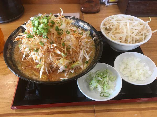 「ネギミソラーメン(730¥)もやし、ネギ、玉ねぎ」@優勝軒 日立店の写真