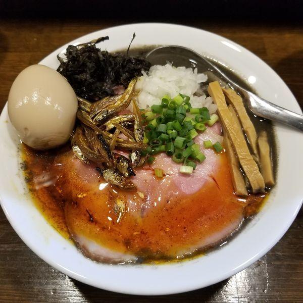 「内密なイカ墨入り煮干しらぁ麺+肉増し+味玉」@Soupmenの写真