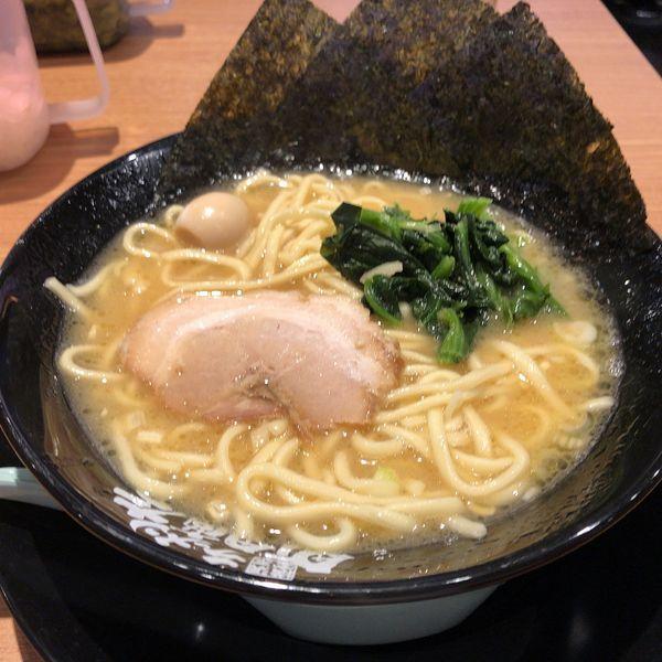 「ラーメン(720円)醤油 麺硬め、味普通、アブラ少なめ」@町田商店 浦和店の写真