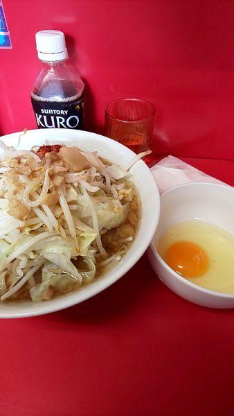 「小ラーメン麺半分➕生卵➕コール全部にラー油少し」@ラーメン二郎 千住大橋駅前店の写真