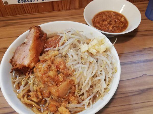 「ラーメン+豚1枚+別皿アブラ」@ヒノブタセカンド 南越谷駅前店の写真