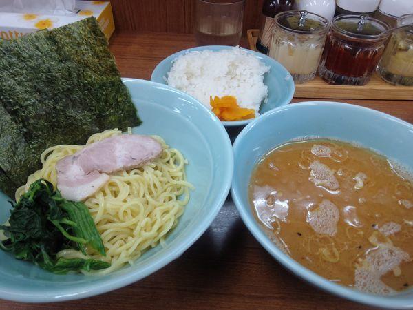「つけ麺 並650円硬め濃いめ多めライス」@横浜ラーメン 武蔵家 北千住店の写真