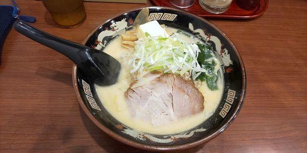 「北海道味噌ラーメン+バター」@北海道らーめん ひむろ 浅草店の写真