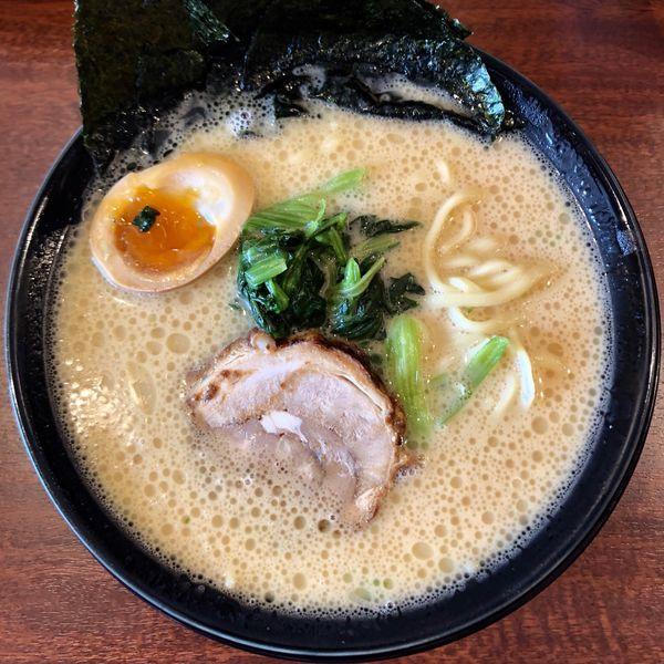 「横浜家系ラーメン 並 (700円)」@横浜家系ラーメン 麺家かごイチの写真