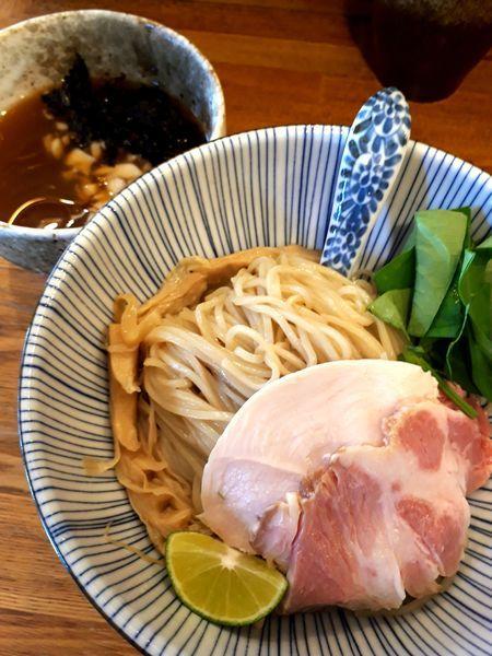 「(限定)冷やし煮干しと鶏のつけそば880円」@中華そば きなりの写真