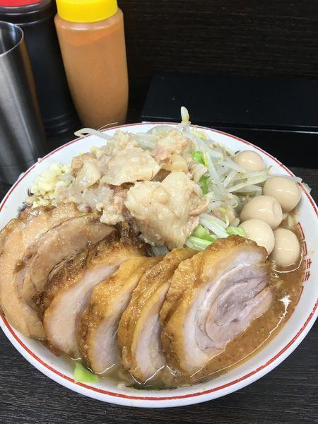 「小豚ラーメン+うずら🥚」@ラーメン二郎 川越店の写真