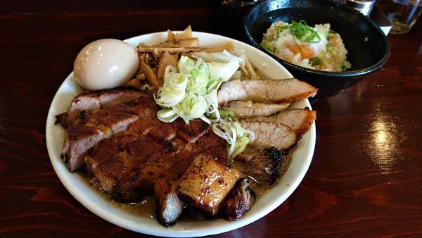 「肉の日限定/炭炙り豚麺+味玉入り+半熟卵ご飯」@五ノ神精肉店の写真