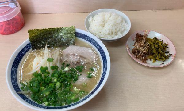 「ランチAセット(ラーメン+半ライス+高菜チャーシュー)」@八作の写真