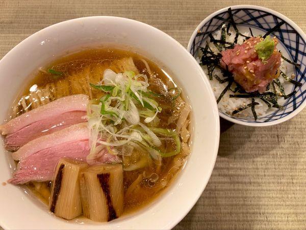 「鴨らぁ麺とトロたくちらし」@らーめん 鴨to葱の写真