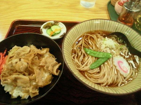 「Aランチ(豚丼とお蕎麦)700円」@マルイチ 神田軒の写真