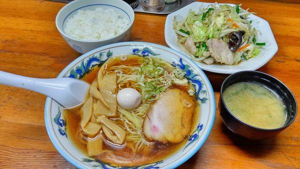 「ラーメン530円(野菜炒め680円)」@食堂あけぼのの写真