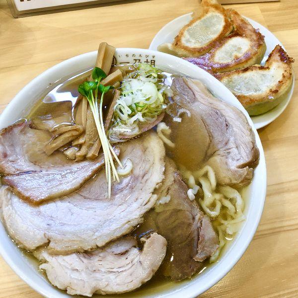 「ちゃーしゅーめん(煮豚)+吊るし焼1枚+餃子3個」@一乃胡の写真