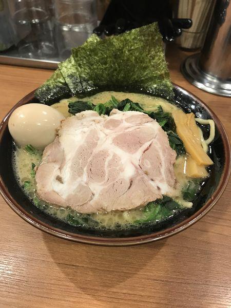 「味玉ラーメン」@横浜家系ラーメン まくり家 川崎店の写真