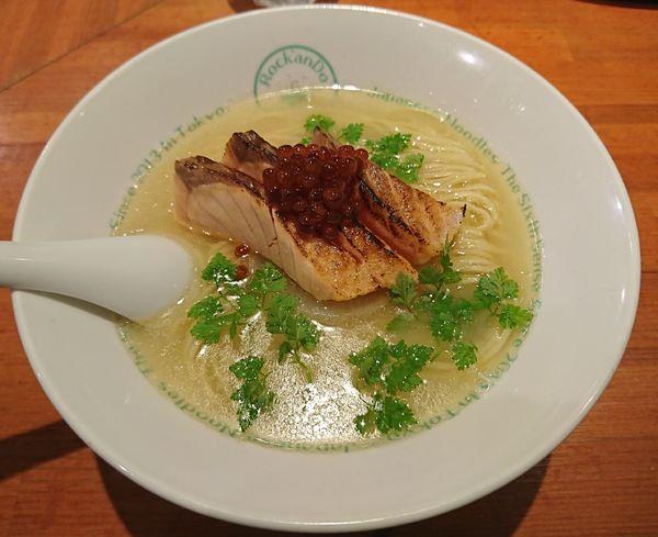 「【限定】鮭白清湯(サーモン親子ラーメン)1300円」@麺屋 六感堂の写真