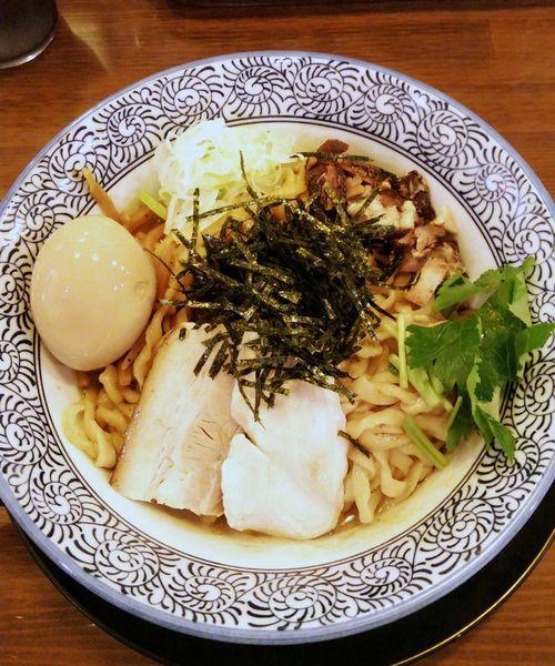 「煮干醤油のマゼソバ 味玉入り 940円」@千葉房総 麺のマルタイの写真