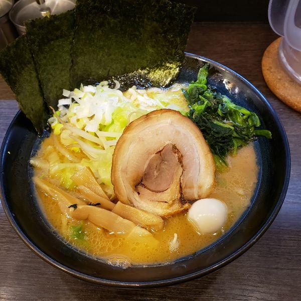 「ラーメン味濃いめ、油多め、キャベツもやし」@松壱家 藤沢南口店の写真
