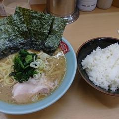 横浜ラーメン 町田家 新宿南口店の写真