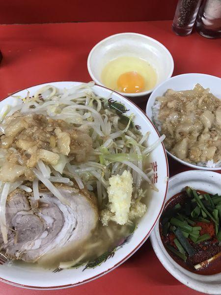「半分、ニンニク、ヤサイ、アブラ、脂ごはん、ニラ辛味、生卵」@ラーメン二郎 京都店の写真