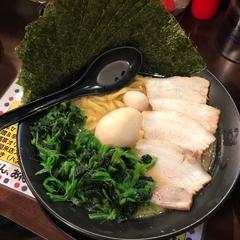 横浜家系ラーメン まんぷく家 東岡崎駅前店の写真