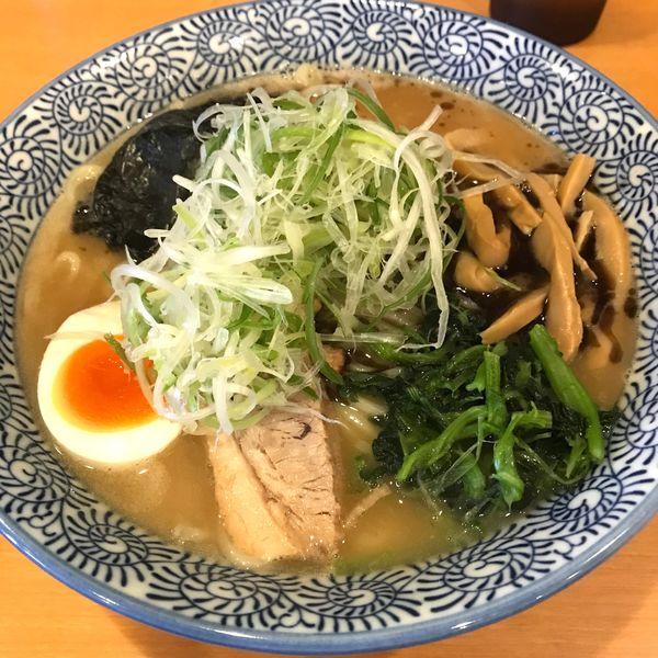 「らーめん大盛 (こってり、にんにく油)」@麺屋青山 臼井店の写真