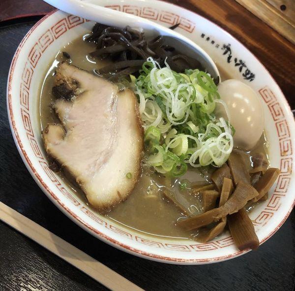 「豚骨ラーメン 味玉 ネギトッピング」@豚骨商店 ゆい六助 上田店の写真