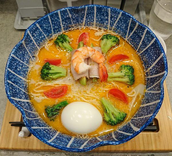 「川(恋濃く蝦塩そば、味玉)1000円」@ソバダイニング クワトロの写真