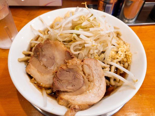 「ラーメン 700円+にんにくマシマシ生姜」@麺屋穴場の写真