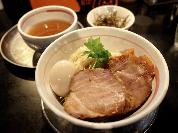 「淡麗つけ麺…700円+店主の気分盛り…300円」@麺坊 炗の写真