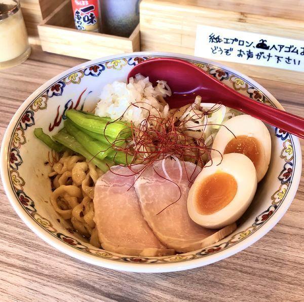 「油そば¥700・味玉¥100&ジョッキビール¥550」@くじら食堂 nonowa東小金井店の写真