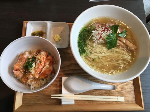 「拉麺と低温調理チャーシュー丼」@豚骨清湯・自家製麺 かつらの写真