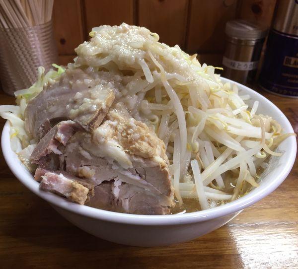 「らーめん普通盛り(250g)ニンニクアブラ+野菜増し」@ラーメン 松信の写真