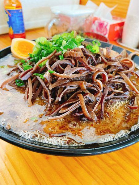 「魚粉豚骨キクラゲ高菜」@豚骨ラーメン 新井商店の写真