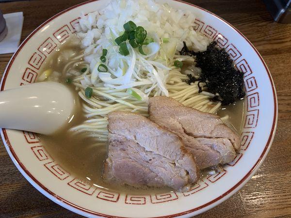 「煮干そば(白醤油)+玉ねぎトッピング」@煮干中華そば専門 煮干丸の写真