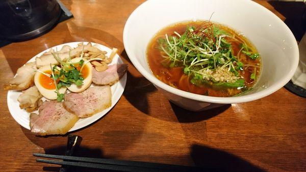 「【夜】くんそば醤油+特製トッピング」@麺屋 KEMURIの写真