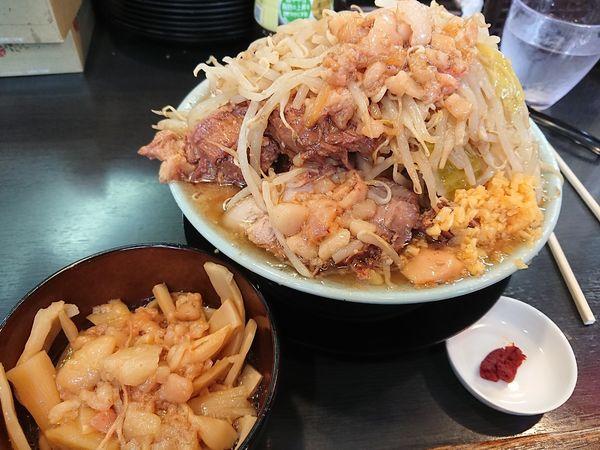 「豚入りラーメン 赤脂  メンマ」@自家製麺 No11の写真