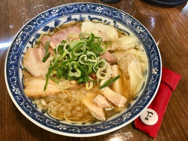 「煮干わんたん麺」@寿製麺よしかわ 保谷店の写真