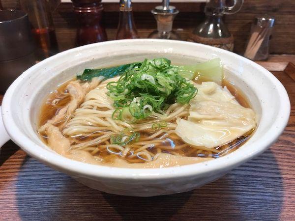 「燻製醤油らーめん(中盛り)¥800+¥0」@燻製麺 燻の写真