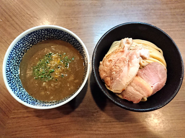 「極濃煮干しつけ麺+地鶏焼き」@煮干しつけ麺 宮元の写真