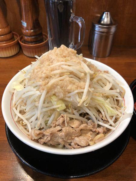 「肉そば690円麺固めヤサイアブラ多め生卵50円」@肉そば千の写真