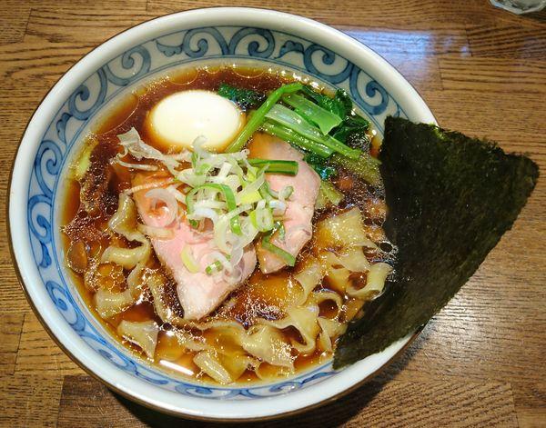 「【限定】黒さつま鶏中華ソバ(しょうゆ)+味玉」@らー麺屋 バリバリジョニーの写真