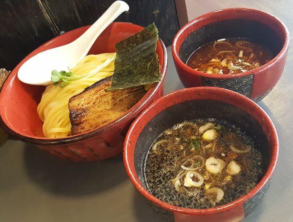 「つけ麺大盛(エビとイカ墨+旨辛酸っぱ)」@つけ麵専門 百の輔の写真