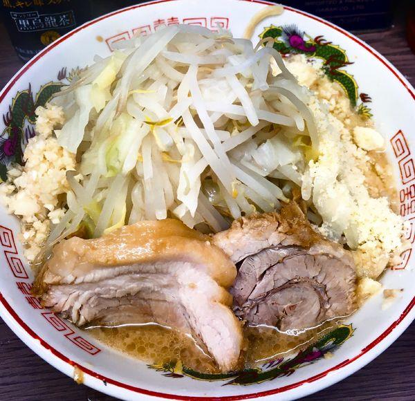 「小麺少なめヤサイニンニク+粉チーズ」@ラーメン二郎 横浜関内店の写真