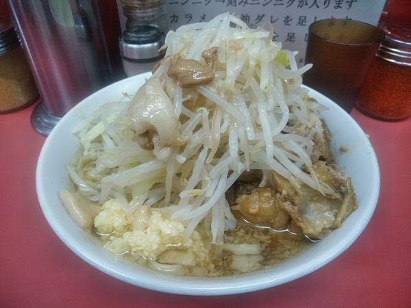 「小ラーメン(麺少なめ)+豚増し券」@ラーメン二郎 小岩店の写真