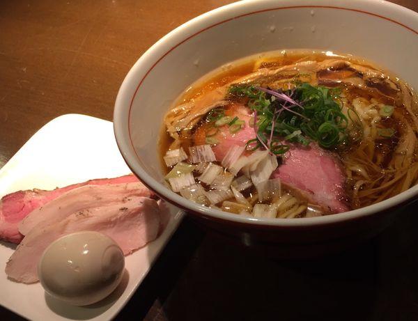 「虎徹そば(醤油・手もみ麺)+特製盛」@麺や 虎徹の写真