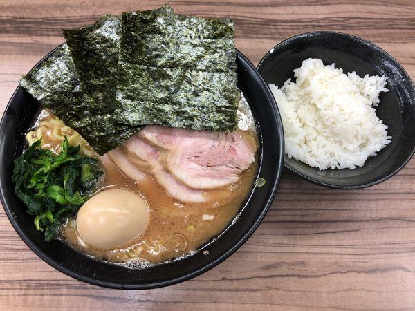 「チャーシュー麺(中盛)+味玉(学割)」@家系らーめん 武蔵家 川越店の写真