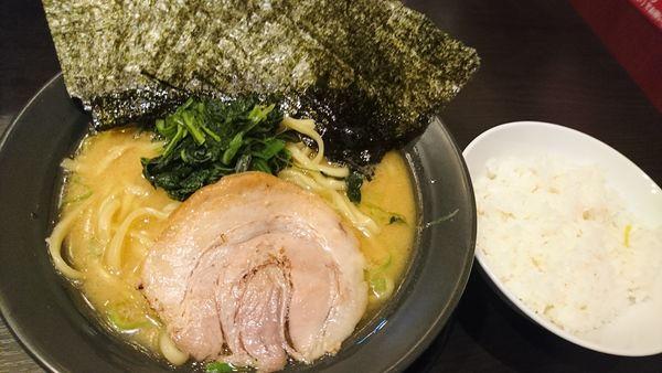 「海苔とんこつ醤油、無料ライス」@横浜家系ラーメン 市ヶ家の写真