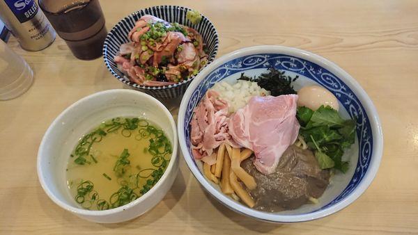 「煮干油そば 780円 + チャーシュー丼 450円」@寿製麺よしかわ 坂戸店の写真